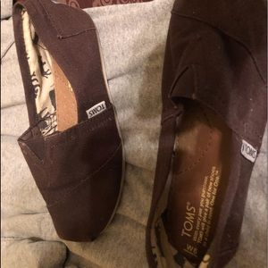 Size 6 Toms in good condition!